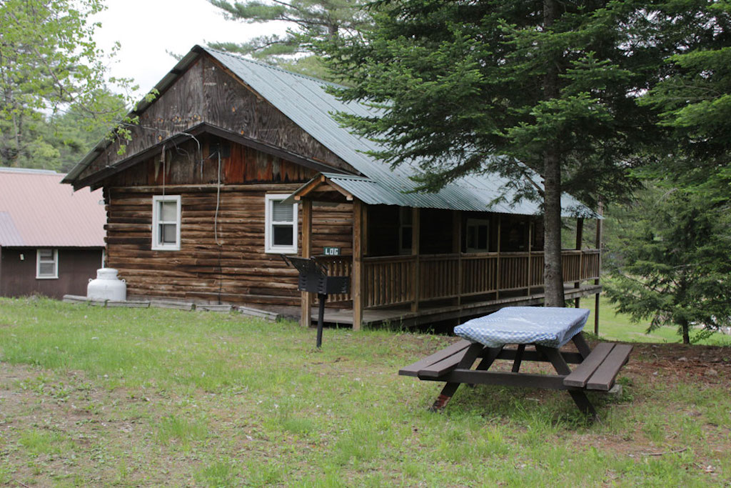 Log Haven cabin with picnic table